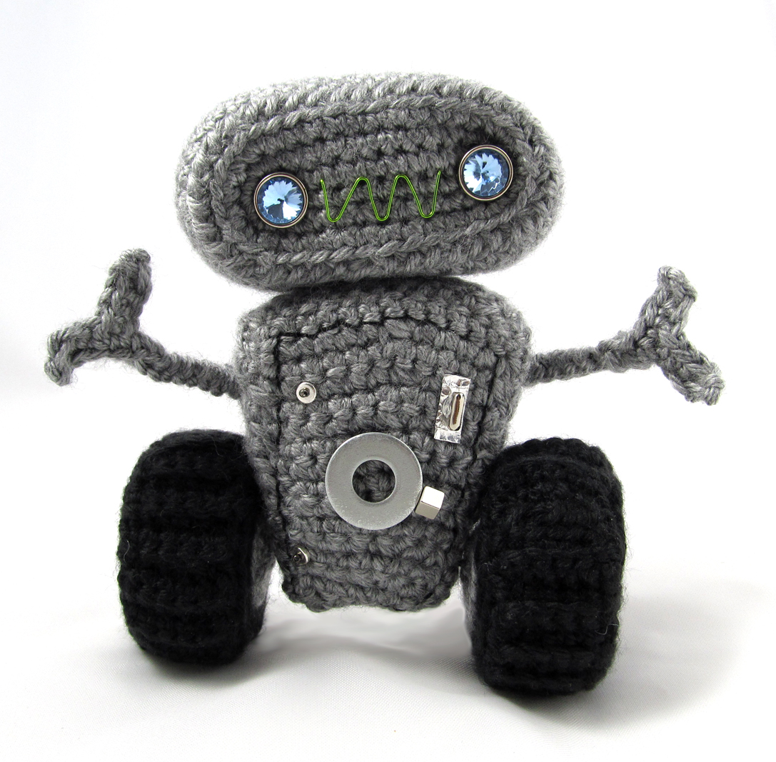 ROBOT ANDROID AMIGURUMI A CROCHET - YouTube | 1067x1087