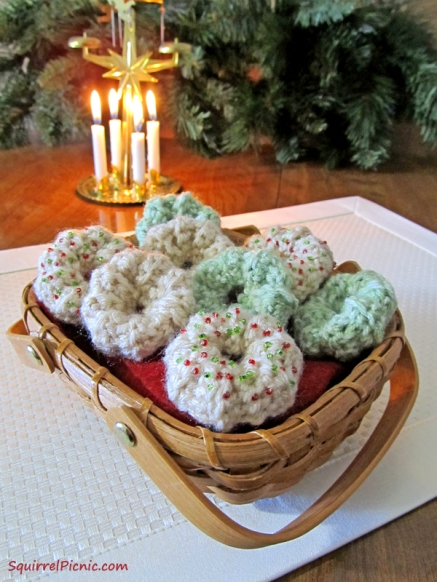 Wreath Spritz Crochet Cookie Pattern