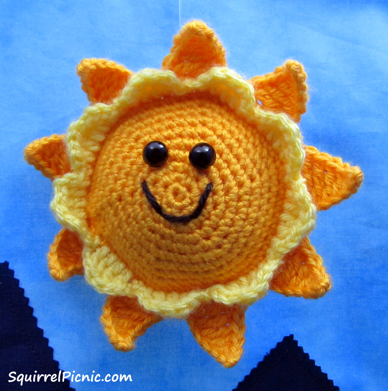 PomPom Sunshine Pillow Free Crochet Pattern | EASYWOOL | 800x793