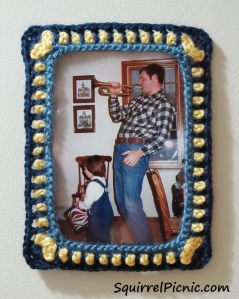 Photo Frame Crochet Pattern by Squirrel Picnic
