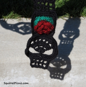 Black skull scarf with red roses
