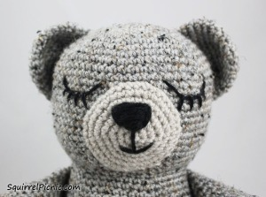 How to Add Faces to Your Amigurumi: Sleepy Eyes / SquirrelPicnic.com
