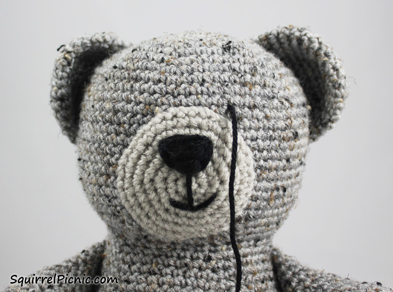 How to Add Faces to Your Amigurumi: Sleepy Eyes | Squirrel Picnic | 595x800
