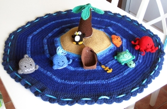 Island Play Set by Heike Röhser