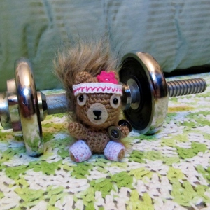 Day 25 ★ I made Podge a dumbbell so we could do some bicep curls together. Then we arm wrestled and of course she won.