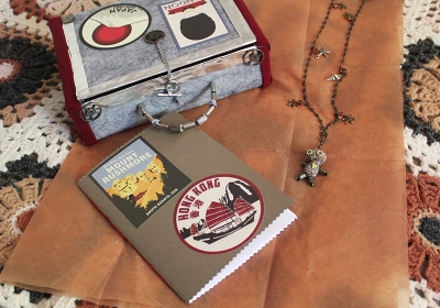 robot-on-vacation_charm-necklace-travel-journal-and-suitcase_img_3317