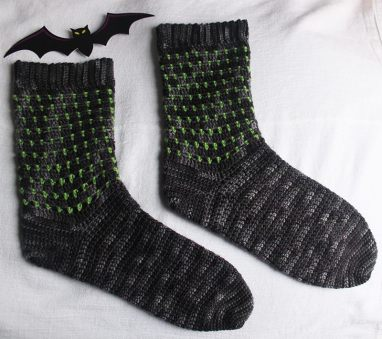 in-the-shadows-crochet-socks-by-jennifer-olivarez